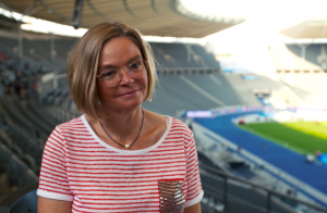 Stefanie Opitz is sports journalist for ZDF and as mentor she helps women into sports journalism at brave stories